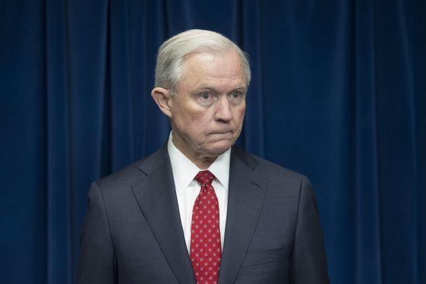 Oikeusministeri Jeff Sessions ei kertonut kongressille keskusteluistaan Venäjän kanssa.