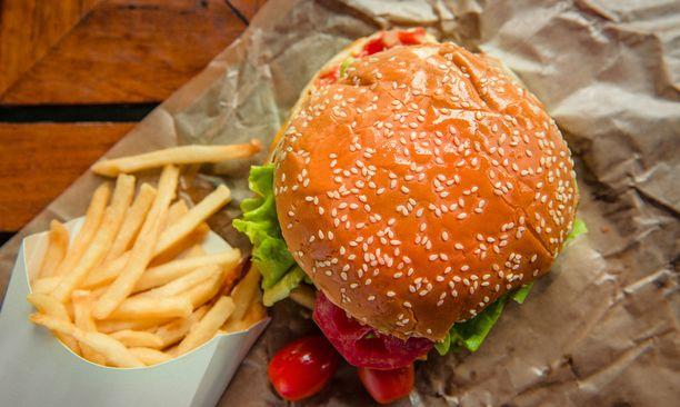 Suolaa, rasvaa, vaaleita viljoja ja punaista lihaa olisi syytä syödä entistä vähemmän.