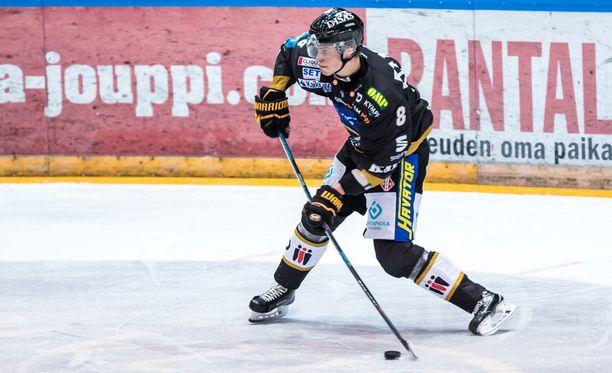 Saku Mäenalanen teki Kärpille kaksi maalia, kun oululaiset voittivat kotonaan sarjajumbo Jukurit.