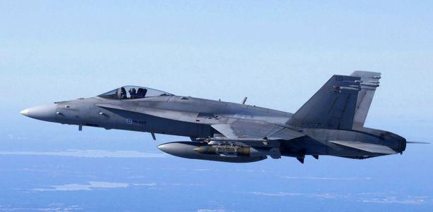 Ilmavoimien Hornet kävi keskiviikkoaamuna tunnistamassa Suomenlahden kansainvälisellä alueella lentäneen ilma-aluksen (arkistokuva).
