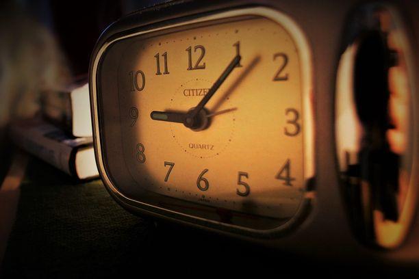 Vaimo oli tuonut kellon syytetyn yöpöydällä. Mies väittää kokeneensa sen merkinneen hänen viimeisen hetkensä koittamista.
