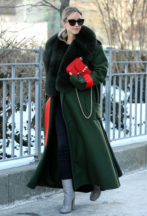 Muotibloggaaja Charlotte Groeneveld matkalla Michael Korsin muotinäytökseen.