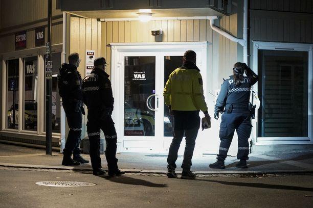 Viisi ihmistä sai surmansa, kun mies ammuskeli jousipyssyllä Kongsbergissä Norjassa keskiviikkona.