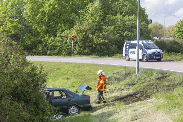 Kaakkois-Suomen poliisi ohjasi liikennettä onnettomuuspaikalla. Moottoritien ramppi oli suljettuna liikenteeltä reilun tunnin ajan.