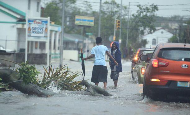 Yhdysvaltoihin matkalla oleva hirmumyrsky Matthew teki tuhojaan Bahamalla.