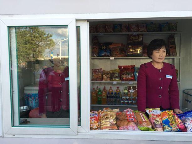 Vientiä Pohjois-Koreaan on rajoitettu useilla pakotteilla.