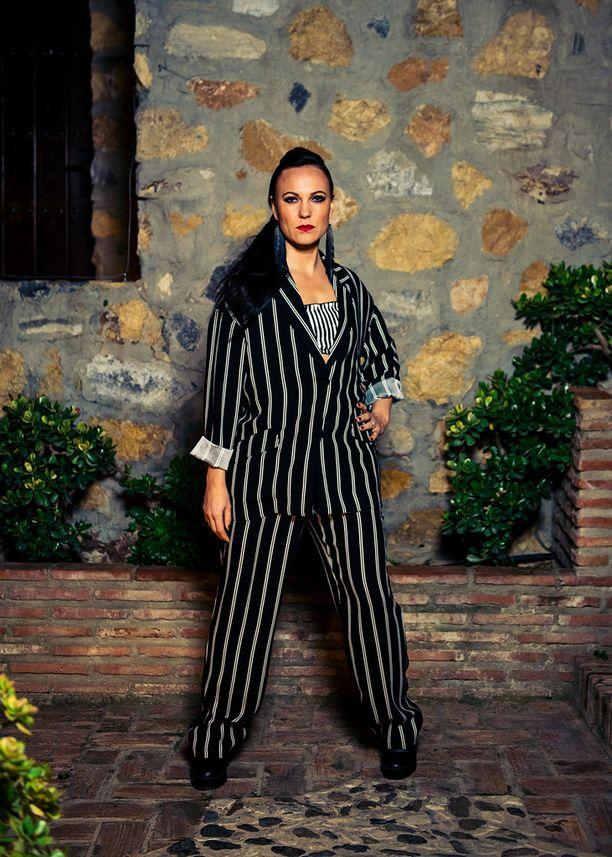 Mira Luoti valitsi kappaleen suurelta nuoruuden suosikiltaan Ismo Alangolta.