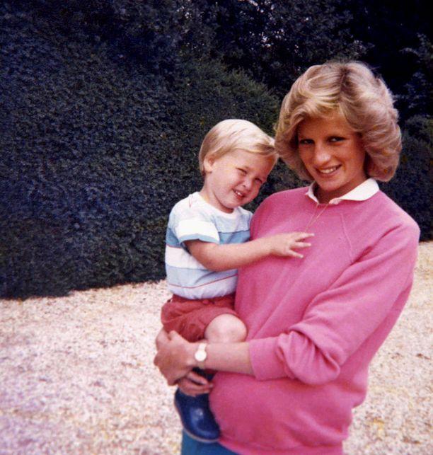 Prinsessa Diana sylissään prinssi William.