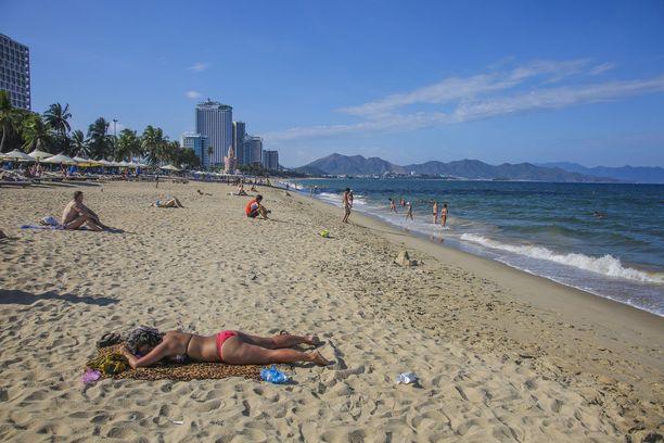 Nha Trangin rannoilla lomailee sekä vietnamilaisia että ulkomaalaisia turisteja.