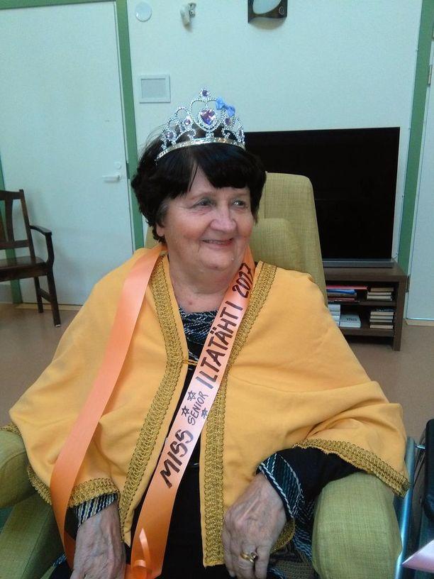 Vieno Linden, 76, kruunattiin historian ensimmäiseksi Miss Senior Iltatähdeksi.