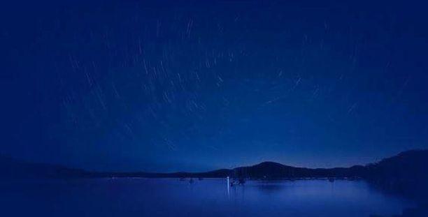 Iltalehden lukija otti kuvan meteoreista Kilpisjärvellä lauantaiaamuna kello 5.30.