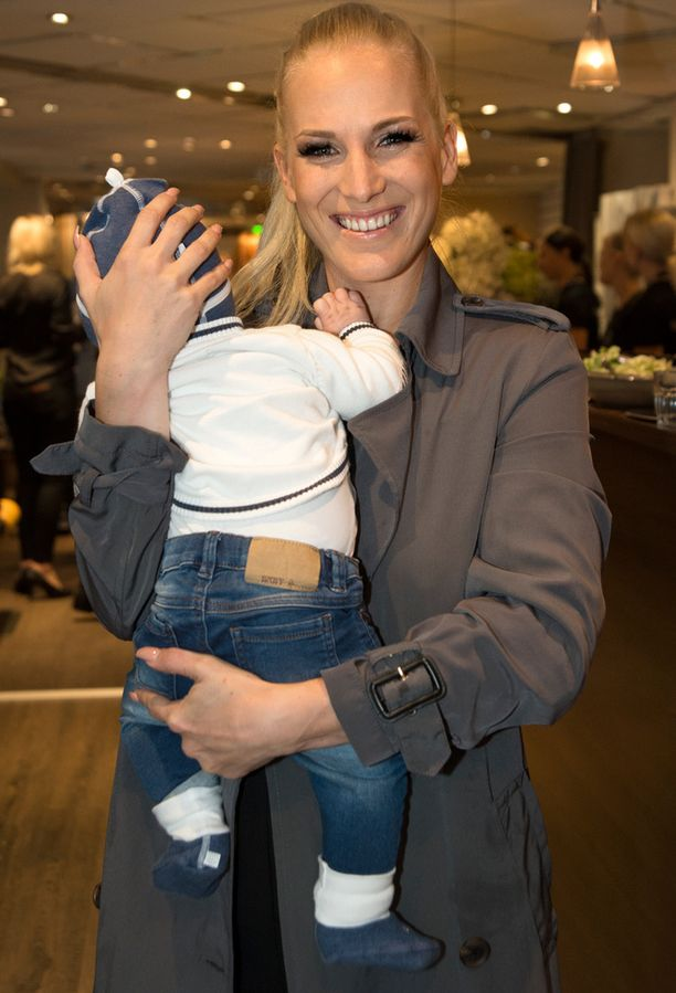 Nanna Karalahti ja Jax-vauva piipahtivat viime viikolla seurapiiritapahtumassa.