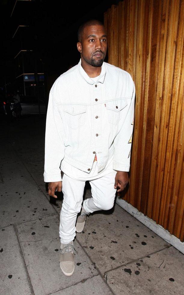Kanye West on suututtanut muita julkisuuden henkilöitä myös Famous-kappaleen musiikkivideollaan.