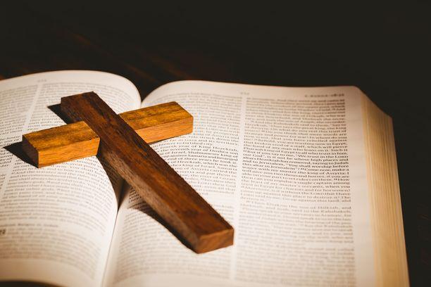 Kirkko ja kaupunki -lehden kyselyyn vastanneet kertoivat ahdistelusta Jehovan todistajien, vanhoillislestadiolaisten ja muiden herätysliikkeiden, evankelisluterilaisten seurakuntien ja karismaattisten seurakuntien piirissä. Kuvituskuva.