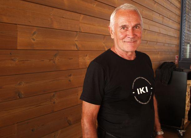 Löylyn uusi saunamajuri Seppo Pukkila on sytyttänyt saunoja kymmeniä tuhansia kertoja.