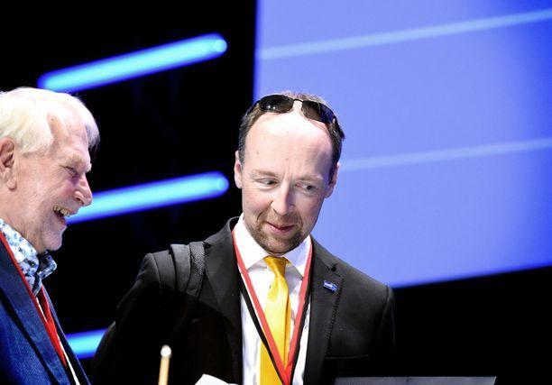 Jussi Halla-ahon johtama perussuomalaiset porskuttaa gallup-kärjessä. Vasemmalla puolueen viestintävastaava Matti Putkonen.