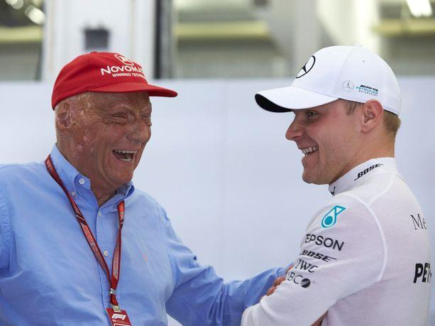Niki Laudalla ja Valtteri Bottaksella oli hauskaa Bahrainin GP:n aika-ajopäivänä 7. huhtikuuta 2018.