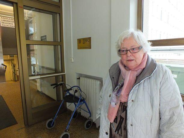 Eila Lahtinen on huolissaan miehensä kohtalosta muuttohässäkän keskellä. Kotihoitoon puolisosta ei Lahtisen mukaan enää ole.