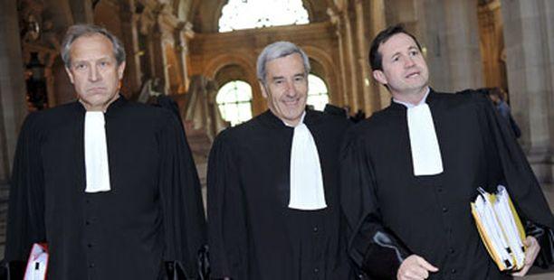 Nämä miehet hävisivät: Ferrarin lakimiehet Henry Peter, Emmanuel Gaillard, ja Philippe Pinsolle tulossa oikeuteen.