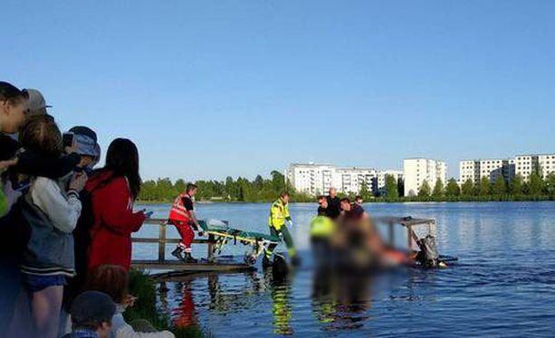 Sukeltajat löysivät miehen pinnan alta 20 minuuttia hätäilmoituksen jälkeen.