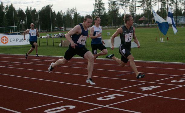 Samuel Purola (vas.) kilpaili myös viime kesänä Eliittikisoissa.