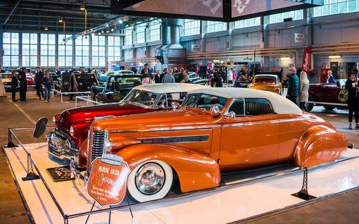 Wau, mitä kromikomistuksia: American Car Show herätettiin henkiin Malmin lentokentällä