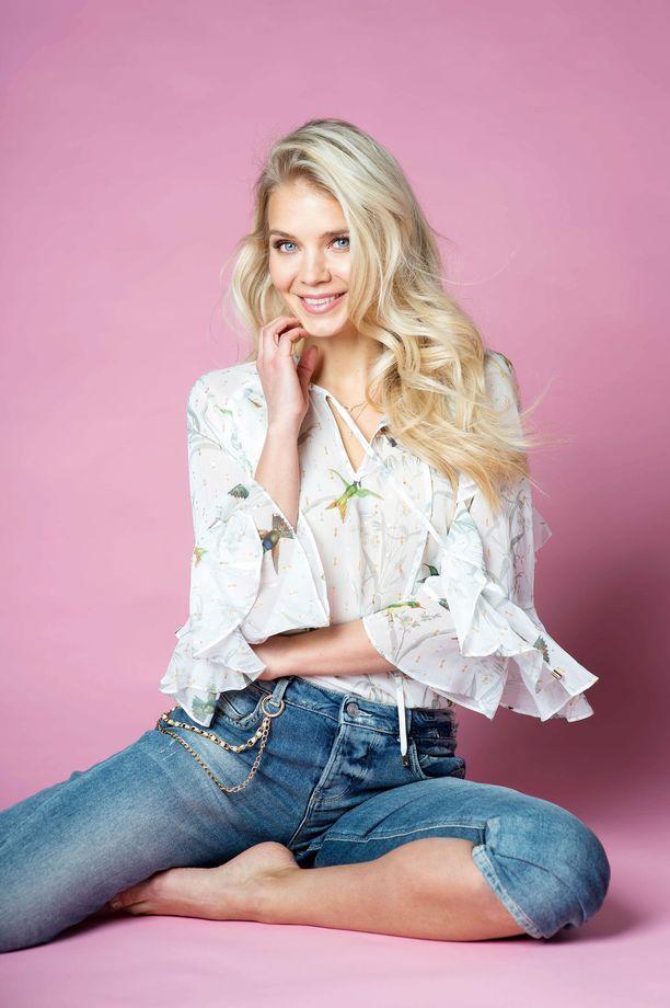 Miss Suomi 2013 Lotta Näkyvä keskittyy täysillä vuorikiipeilyyn. Ensimmäisenä tähtäimessä on valloittaa kaikki seitsemän maanosan korkeinta huippua.
