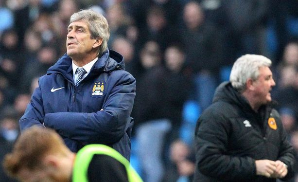Manuel Pellegrini katsoi sivusta, kun Hull City tuuletti maaliaan.
