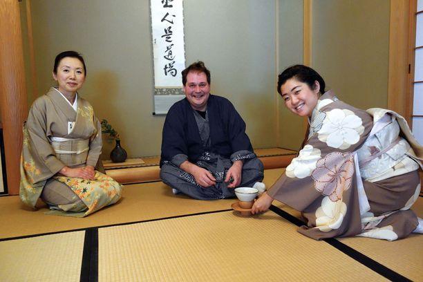 Jethro kertoo Japanin vierailun olleen hieno kokemus.