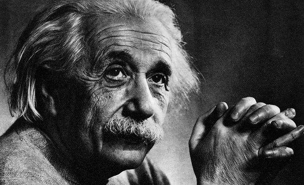 """Einsteinin ajatukset muuttuivat myöhemmällä iällä. Vuonna 1946 hän kuvasi rasismia """"valkoisten ihmisten taudiksi""""."""
