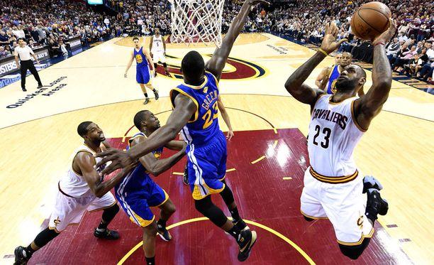 Golden State Warriors ei pystynyt pysäyttämään LeBron Jamesia ja kumppaneita.