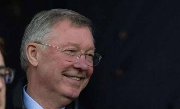 Sir Alex Ferguson lataa kovia mainesanoja Michael Carrickista.