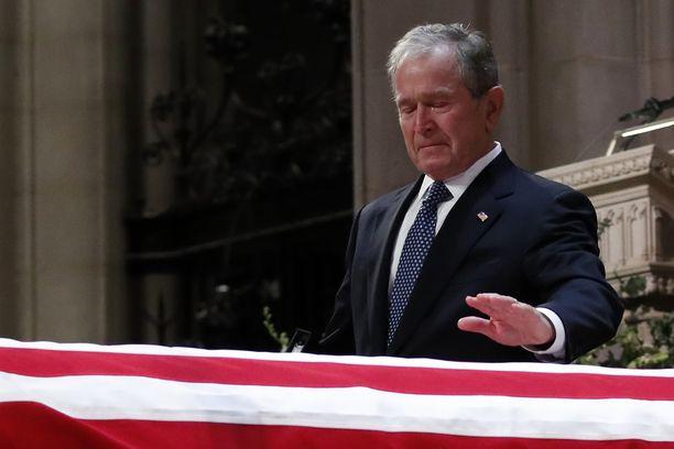 George W. Bush herkistyi jättäessään hyvästejä isälleen.