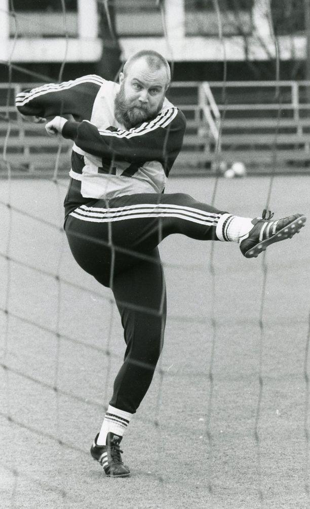 Jalkapallo oli yksi Göstan intohimoista.