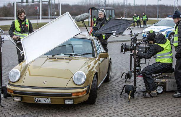 Hans Rosenfeldt kertoi Iltalehdelle Tanskassa, että Sagan auton taustat paljastuvat viimeisissä jaksoissa. Keneltä hän on sen saanut?