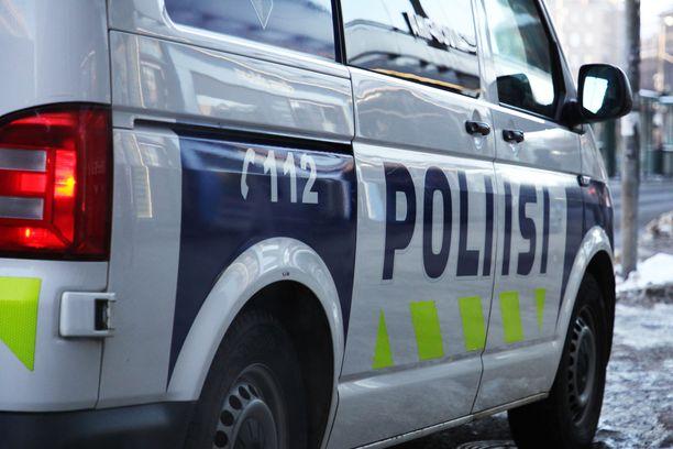 Poliisi epäilee 15-vuotiasta poikaa Alppipuiston puukotuksesta 10.10.2020.