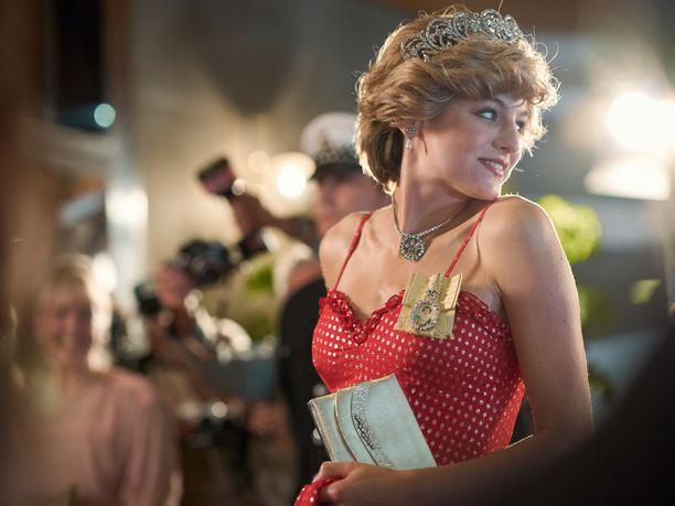 Emma Corrin näyttelee The Crown -sarjassa prinsessa Dianaa.