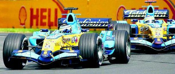 Renaultin Giancarlo Fisichellalla (edessä) on loistavat mahdollisuudet päihittää tallikaverinsa Fernando Alonso Imolassa. Kimi Räikkönen keskeytti viime vuonna Imolassa yhdeksännellä kierroksella.