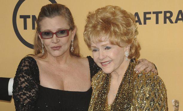 Carrie Fisheriä ja Debbie Reynoldsia kunnioitettiin Golden Globe -gaalassa.