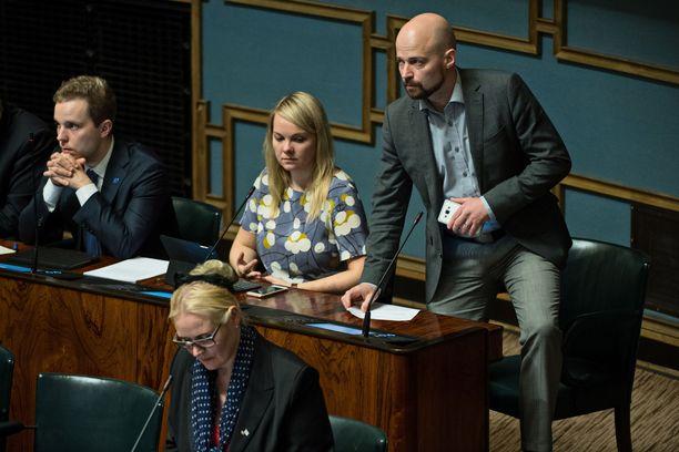 Lapin käräjäoikeus kuulee Rinteen lisäksi todistajana muun muassa keskustan entistä kansanedustajaa Mikko Kärnää (ylhäällä oikealla).