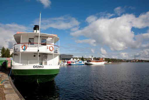 Kallavedellä kannattaa risteillä. Laivat lähtevät matkustajasatamasta.