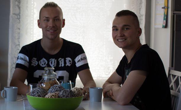 Ville ja Joni ovat olleet yhdessä jo viisi vuotta. Kihloihin pari meni vuosi sitten.
