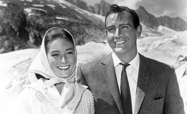 Tania Malletin vastanäyttelijänä 007 ja Kultasormi -elokuvassa nähtiin Sean Connery.