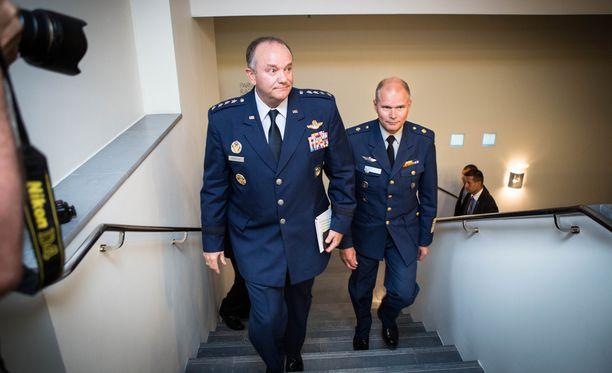 Naton Euroopan-joukkojen komentaja, kenraali Philip M. Breedlove saapui Suomeen puolustusvoimien komentaja Jarmo Lindbergin vieraaksi syksyllä 2015.