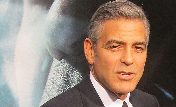 George Clooney tekee elokuvan puhelinurkintaskandaalista.