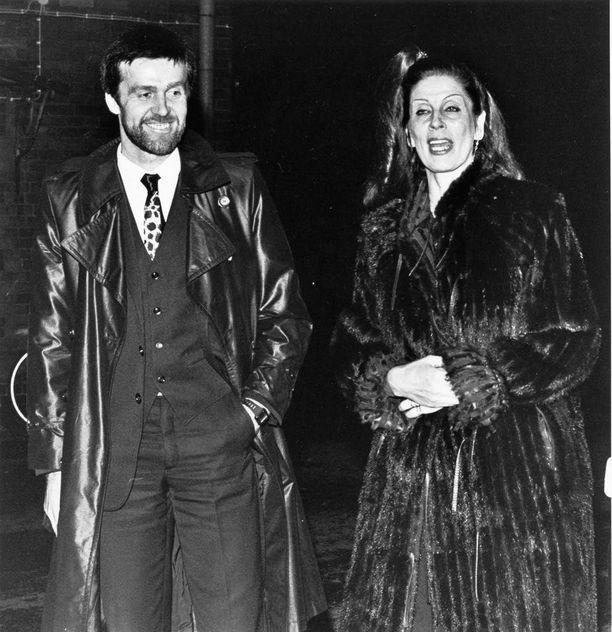 Peltomäki osallistui vaimonsa Aira Samulinin kanssa Anne Pohtamon häihin Kemiössä 1980.