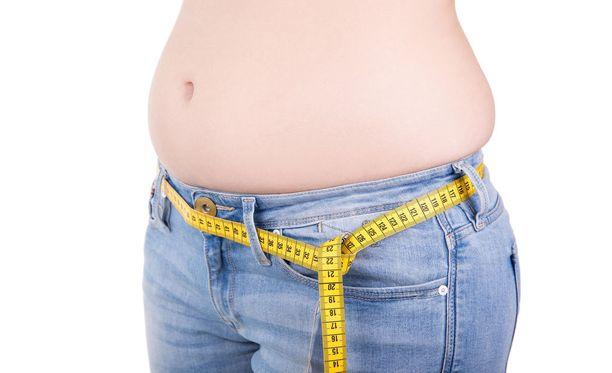 Riski rasvamaksaan kasvaa, jos vyötärönympärys kasvamistaan kasvaa, vaikka pelkkä vyötärönympäryksen suuri lukema ei kerro välttämättä rasvamaksasta.