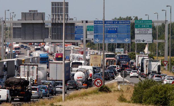 Englannin kanaalin alittava tunneli on ollut tänä kesänä hyvin ruuhkainen. Kuva kesäkuun lopulta, kun tunnelin tukkivat lakkoilevat työntekijät.