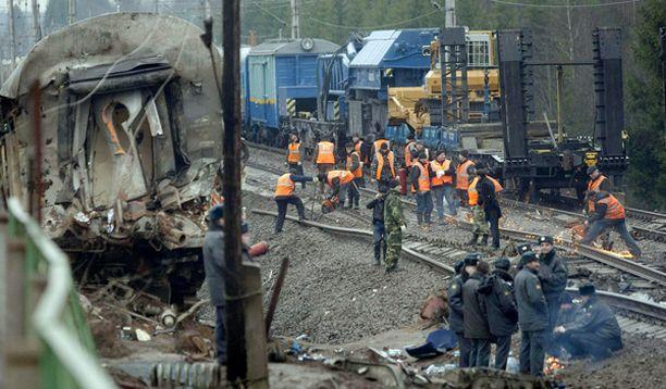 14-vaunuisen Nevski Express -junan kolme vaunua suistui raiteilta puoli kymmeneltä illalla Moskovan aikaa Tverin ja Novgorodin välillä.