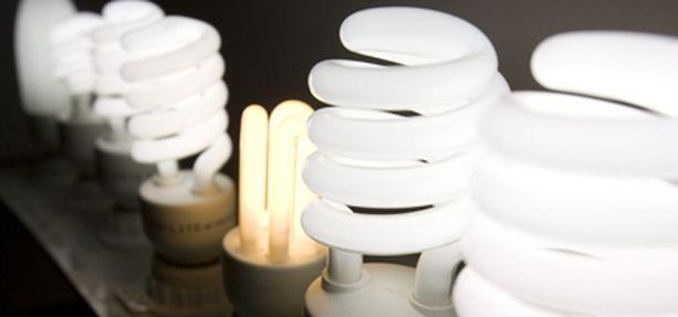 Energiasäästölamput eivät saaneet hyvää arvosanaa saksalaislehden testissä.